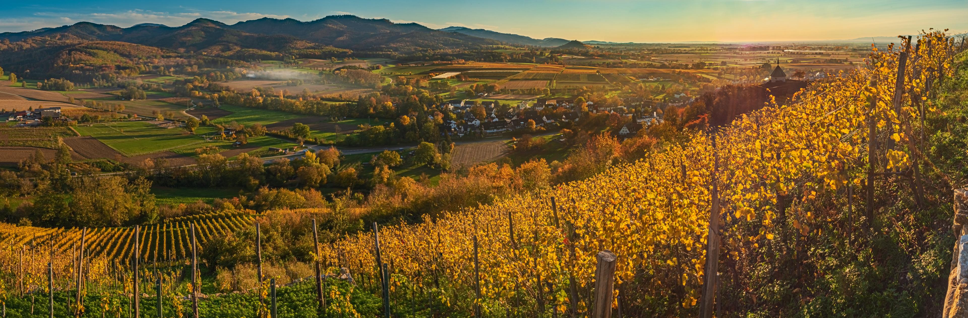 Sonnenuntergang im Herbst bei der Ölberg Kapelle